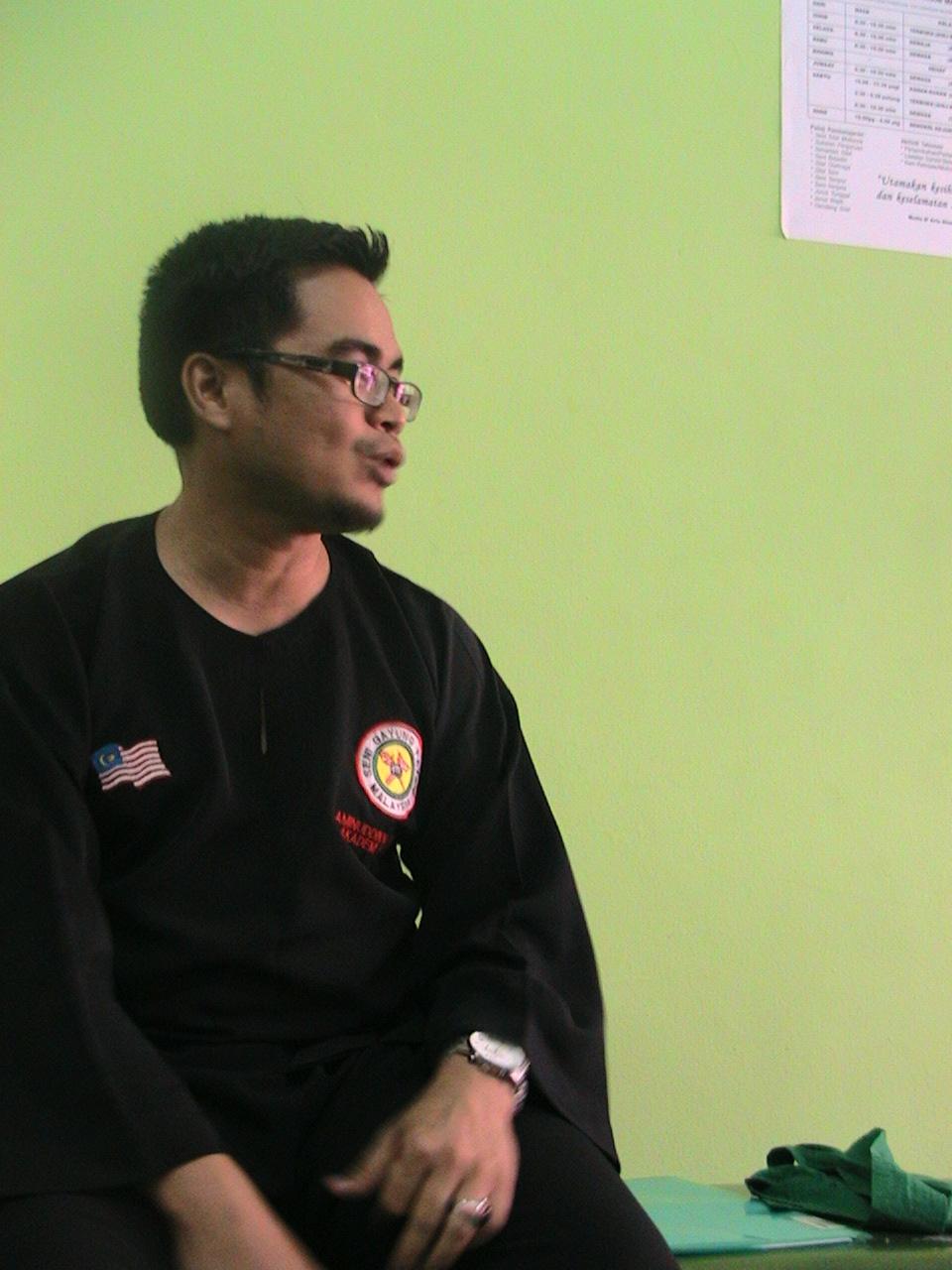 Silat Asas Kemahiran dan Ikhtiar Hidup Oleh : Guru Aminuddin Tarikh : 29 Julai 2009 Salam hormat kepada semua pelajar silat Gayung Fatani di seluruh dunia. Wah kenapa sebut 'seluruh […]